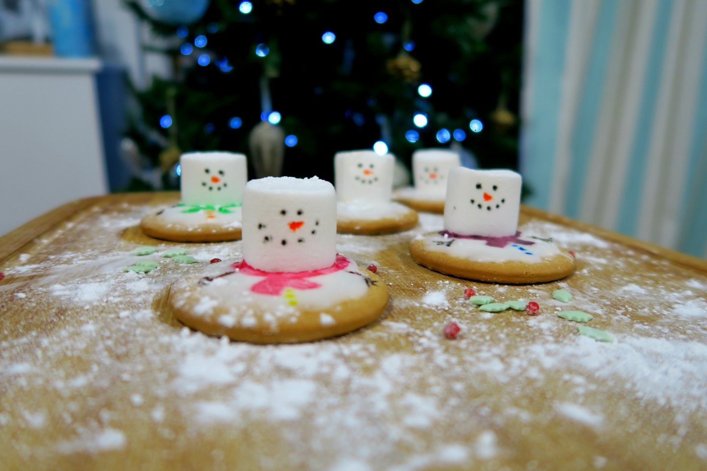 Blogmas Day 4 – Snowman Biscuits